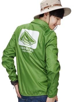 绿色 时尚亮面清爽外套