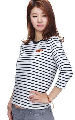 白+黑色 清爽条纹活力T恤