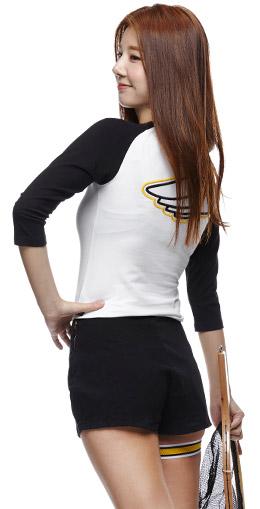 象牙+黑色 领边拼色T恤