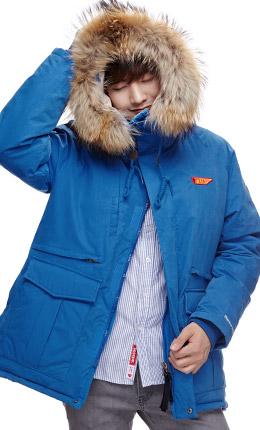 蓝色 纯色毛领连帽大衣
