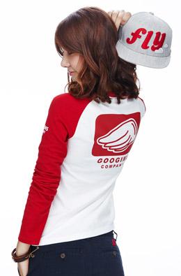 象牙+红色 撞色插肩长袖印花T恤